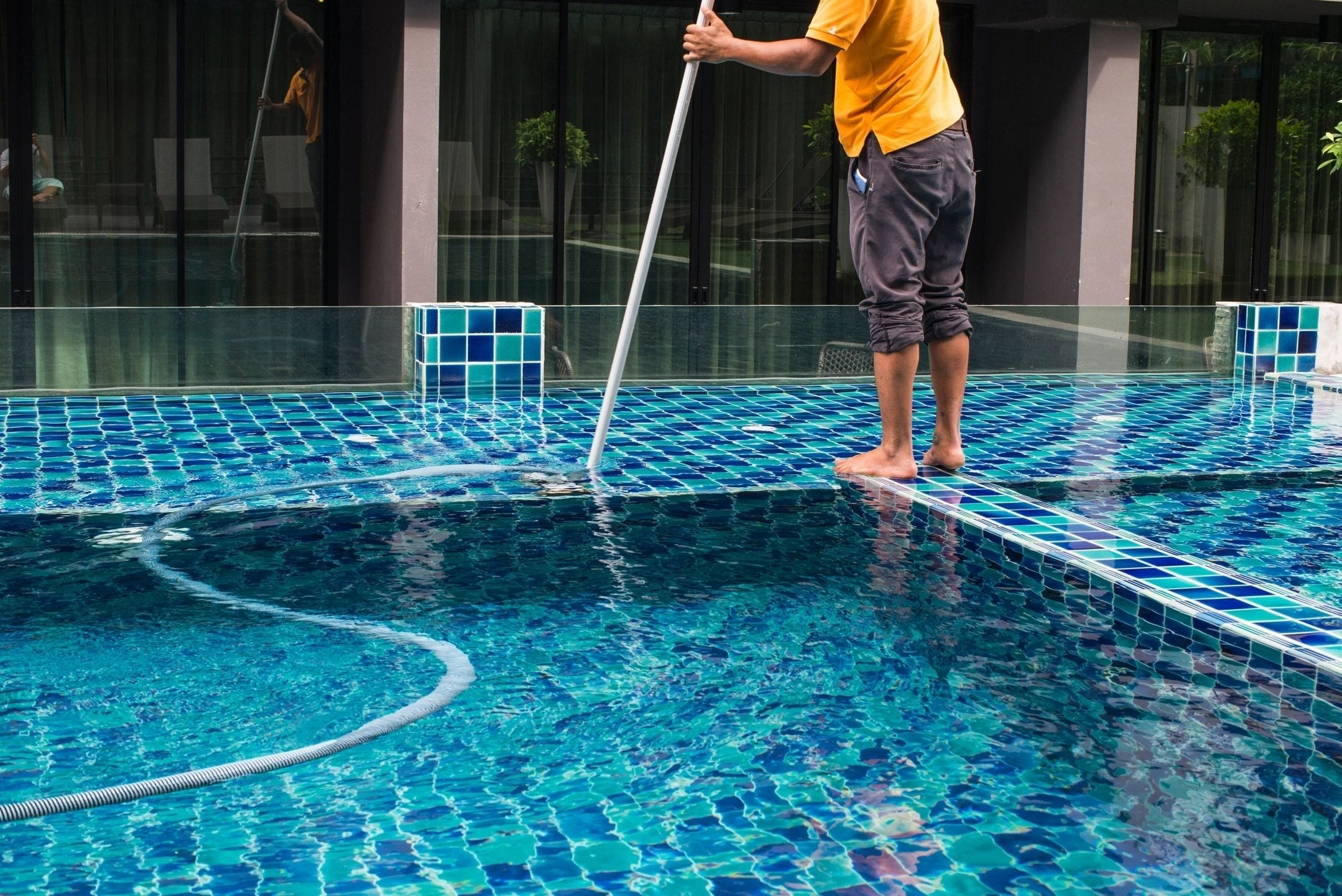 Pool cleaning - Acquality Pool Service